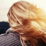髪が傷む原因と対策|毛髪ダメージに繋がるNG行動とは?美容師おすすめケア付き!