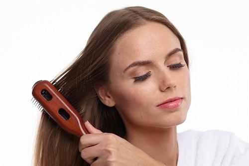 コーミングは良い悪い?間違ったブラッシングで毛髪傷めてないですか?